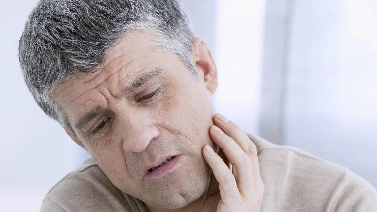 man in pain | dentist elk grove village il
